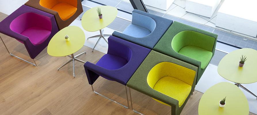 Авангардная архитектура Заха Хадид, мебель STUA в Венском университете.